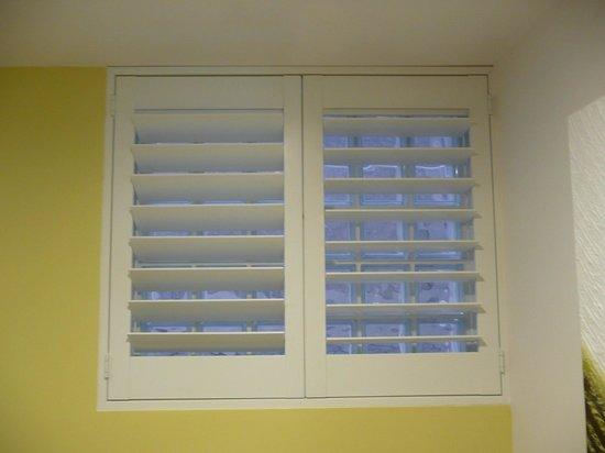 """Hyde Park Inn: """"Windows"""""""