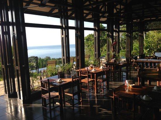 TikiVillas Rainforest Lodge: breakfast/dining area