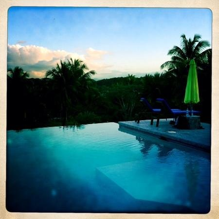 Windy Hill Resort : pool at sunset