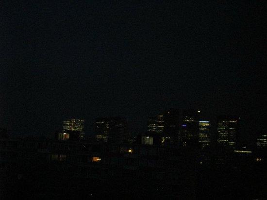 NH Amsterdam Zuid: Vistas nocturnas del distrito financiero