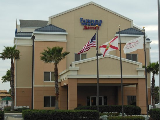 Fairfield Inn & Suites Jacksonville Beach: Fairfield Inn & Suites - Front View of the hotel