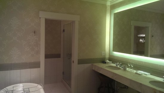 McMillin Suites at Roche Harbor Resort: bathroom