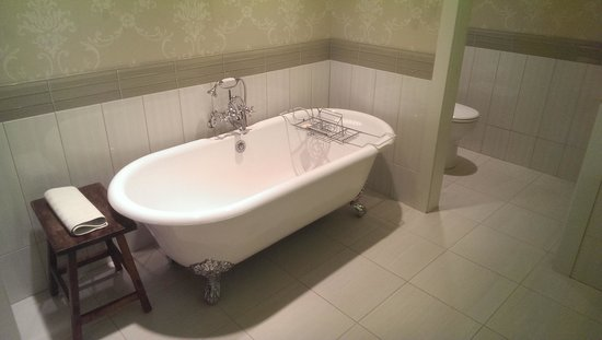 McMillin Suites at Roche Harbor Resort: clawfoot tub