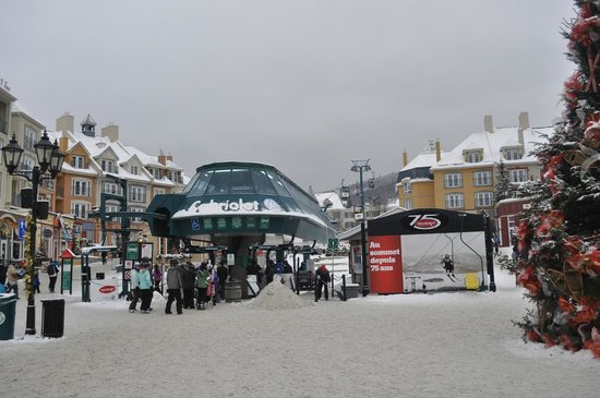 La Place St-Bernard - Les Suites Tremblant: chairlift from bottom of village to the top