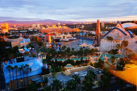 Disney's Paradise Pier Hotel: Paradise Pier Hotel room view at sunset