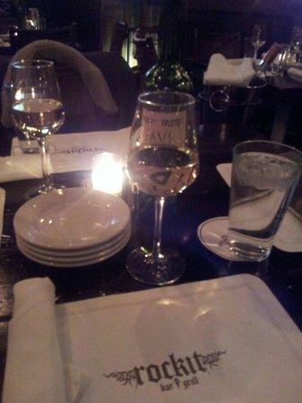 Rockit Bar & Grill: Great Californian sweet wine