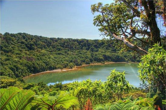 Hotel Mango Valley: Botos lake