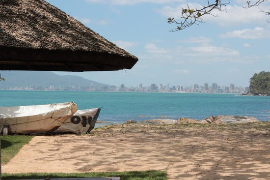 Plaza Itapema Resort & Spa : vista de Itapema,do bar da praia.