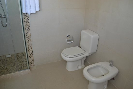 Iberia Hotel Punta del Este : Privada e lavabo