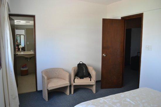 Iberia Hotel Punta del Este: Cadeiras no quarto