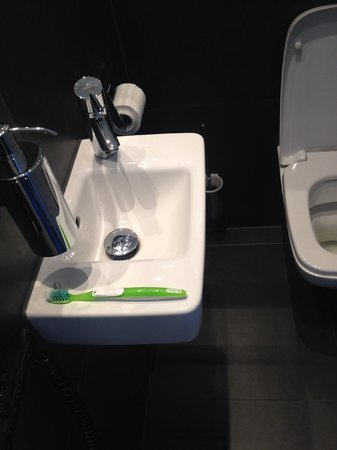 Lindemann's: Standard Room - Normal sized toothbrush on airplane style sink.