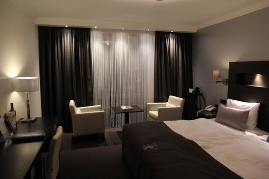 Van der Valk Hotel Hildesheim : Comfy bed and spacious room