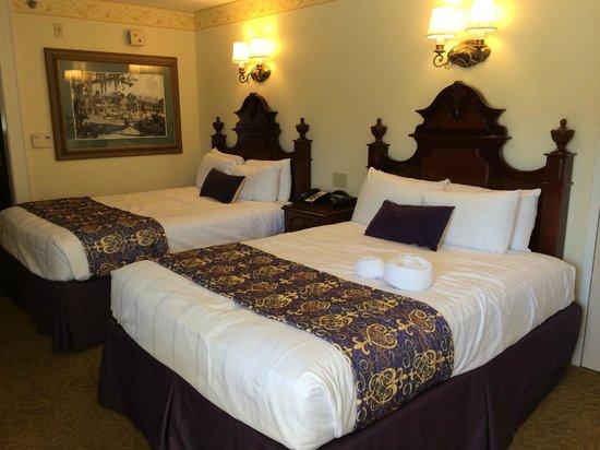 Disney's Port Orleans Resort - French Quarter: Standard View Room
