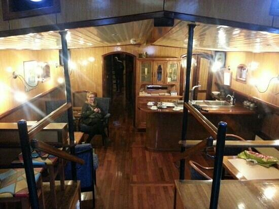 Aak aan de Rijn - De Compaen: De woonkamer met keuken