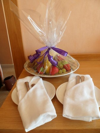 Hotel de France: Complementary fruit bowl for 25th Wedding Anniversary