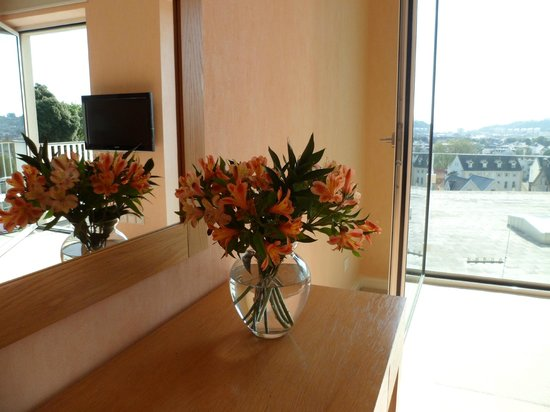 Hotel de France: Complementary flowers for 25th Wedding Anniversary