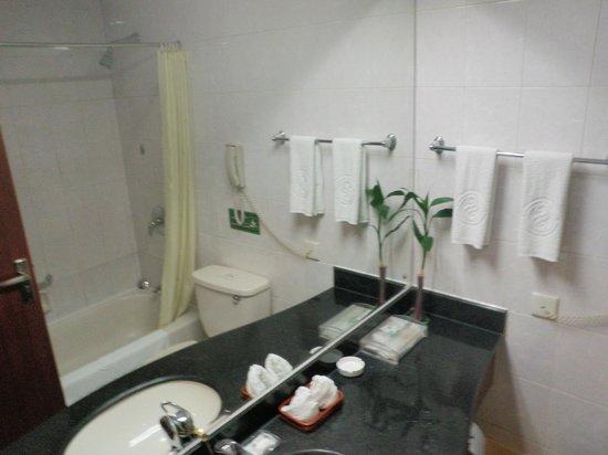 Chengdu Garden City Hotel: Chengdu Hotel bathroom