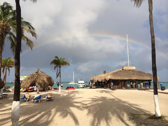 Hotel Riu Palace Aruba: Rainbow picture from the beach in front of the Riu Aruba