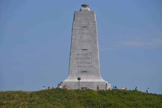 Wright Brothers National Memorial: Wright brothers monument.