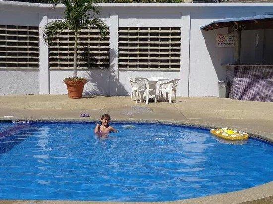 Imperial Hotel : disfrutando la piscina