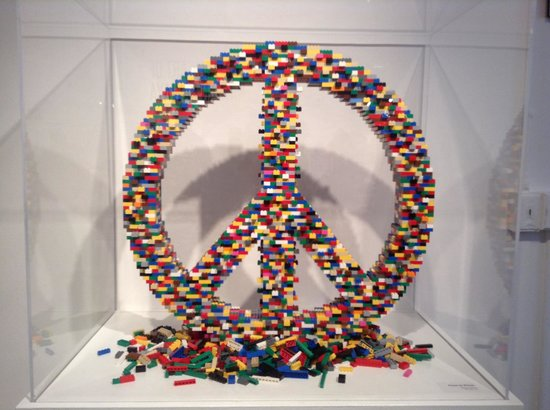 Morris Museum : Lego peace sign!