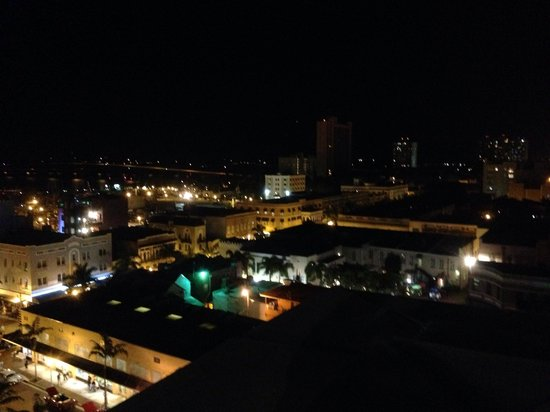 Hotel Indigo Fort Myers River District: Downtown at night-rooftop view!