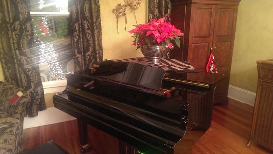 An Inn on York Street: The Beautiful Piano