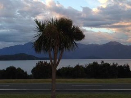 Manapouri Lakeview Motor Inn : Room view