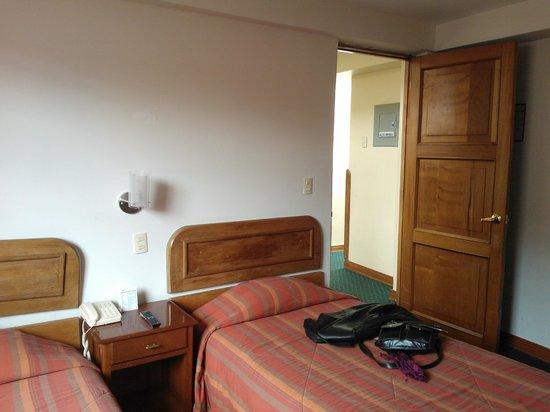 Emperador Plaza Hotel: otra vista de la habitación