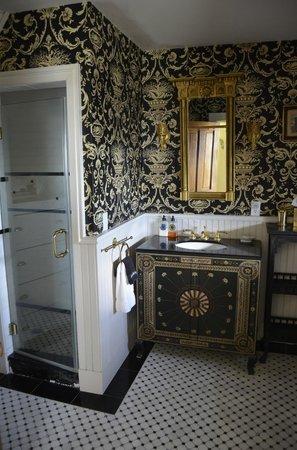 Williams Cottage Inn: Bathroom