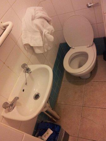 Central Park Hotel@Finsbury Park: bagno piccolissimo