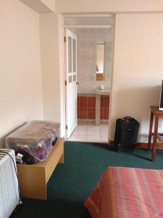 Emperador Plaza Hotel : una vista de la habitación