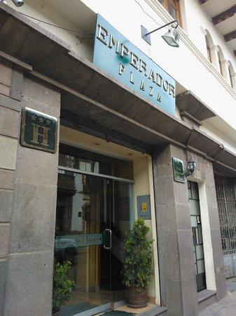 Emperador Plaza Hotel: fachada de la entrada al hotel