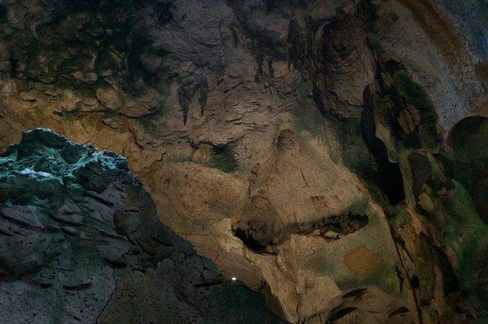 """Hato Caves : A caverna possui umas 5 """"salas""""."""