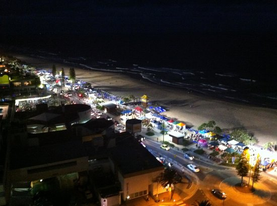 Surfers International: Night markets