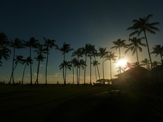 Kiahuna Plantation Resort : Sunset from the gardens