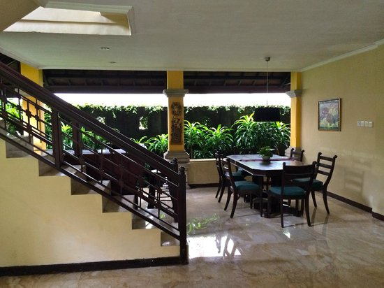 Royal Tunjung Bali Hotel & Spa: 1st floor common area