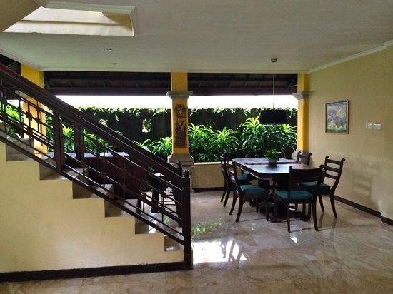 Royal Tunjung Bali Hotel & Spa : 1st floor common area