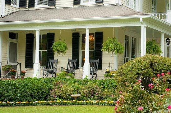 Antebellum Inn: Side Porch