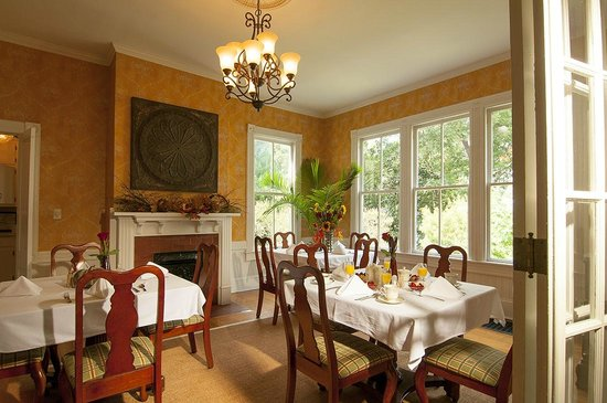 Antebellum Inn: Dining Room to enjoy your Southern Style Breakfast
