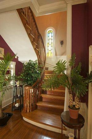 Antebellum Inn: Main Staircase