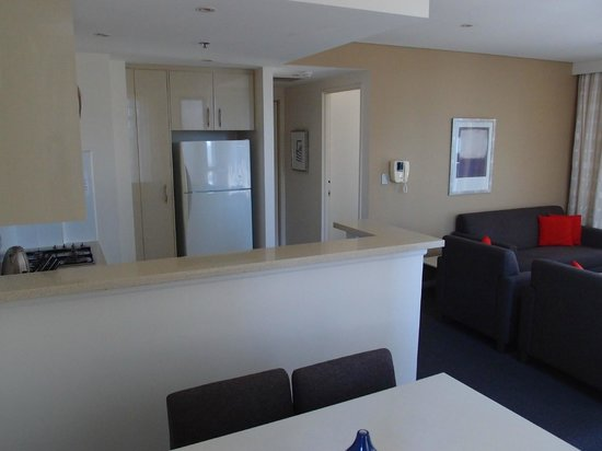 Meriton Serviced Apartments Pitt Street: Kitchenette