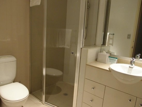 Meriton Serviced Apartments Pitt Street: Bathroom (common)
