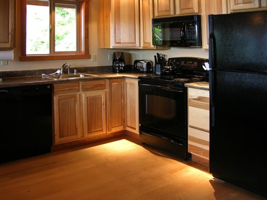 Chinook Shores Lodge: Full Kitchen