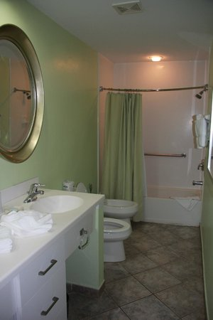 Oyster Bay Beach Resort : Bathroom