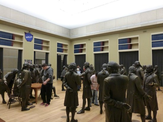 National Constitution Center: statues