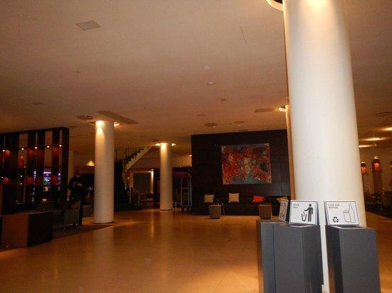 Hilton Reykjavik Nordica: Hotel Lobby