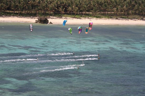 MangoRiders Beach Club: private playround for your kite gang