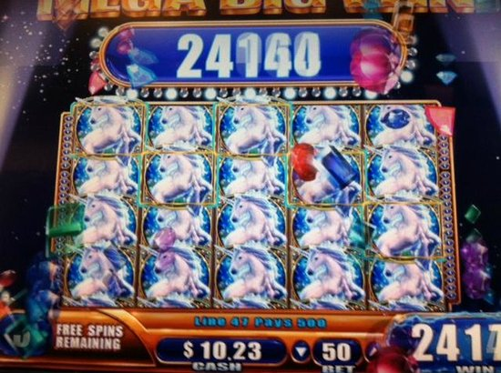 Chandler, AZ : Full house winning on 50-cent bet of Mystical Unicorns slot machine