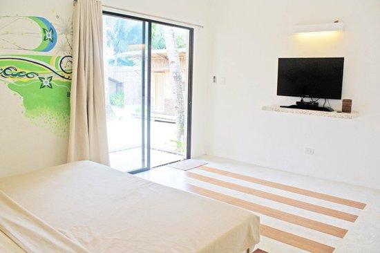 MangoRiders Beach Club: beautiful new aircon room